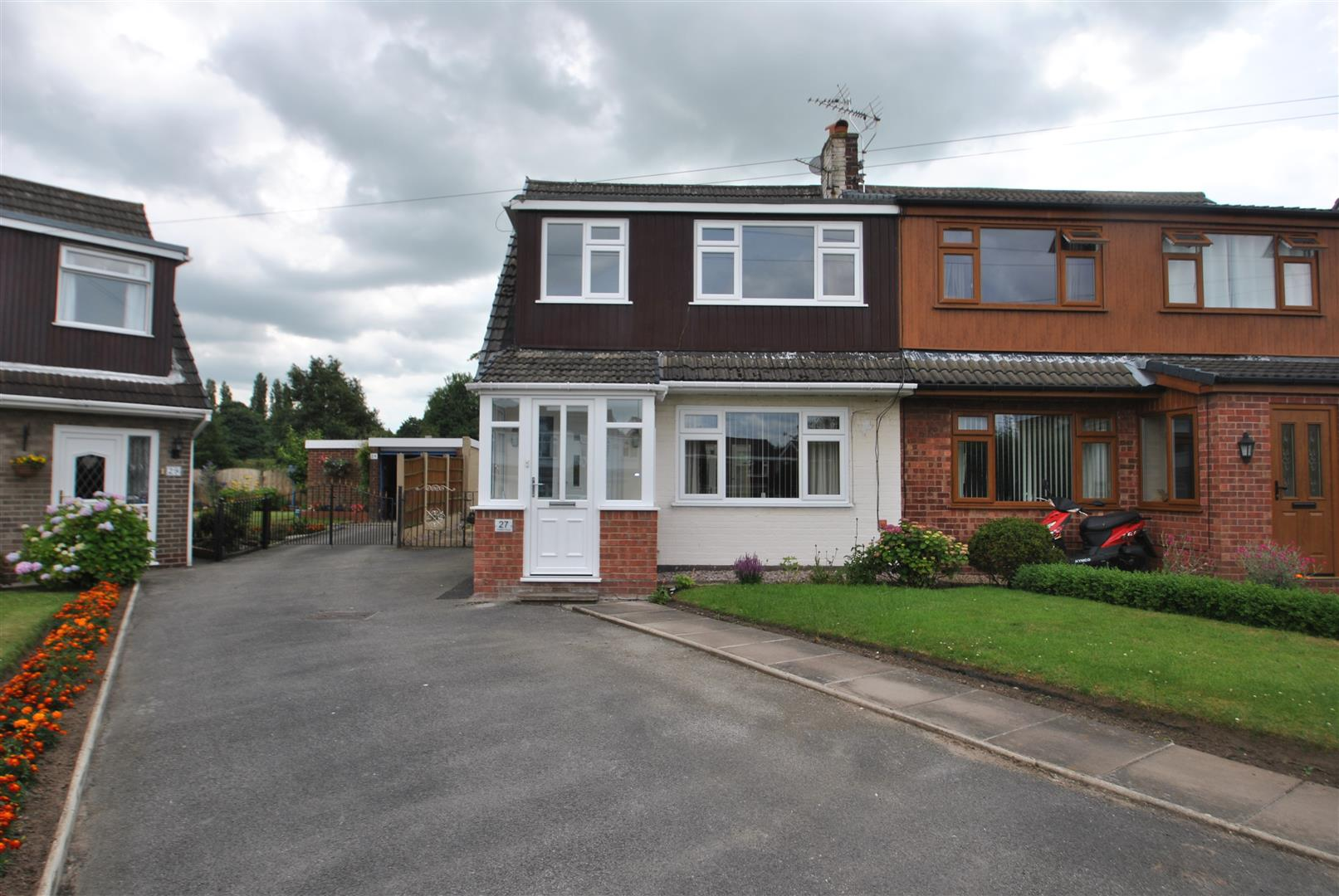 3 Bedrooms Property for sale in Lindfield Close, MOORE, Warrington, WA4
